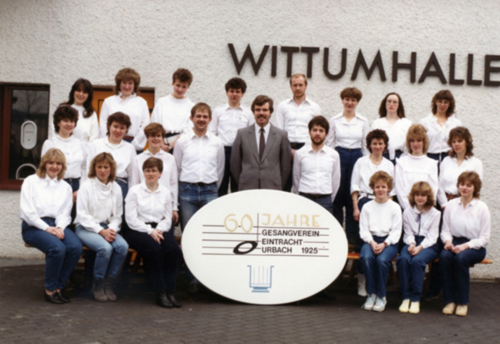 Jugendchor 1985 mit Dirigent Jürgen Busch